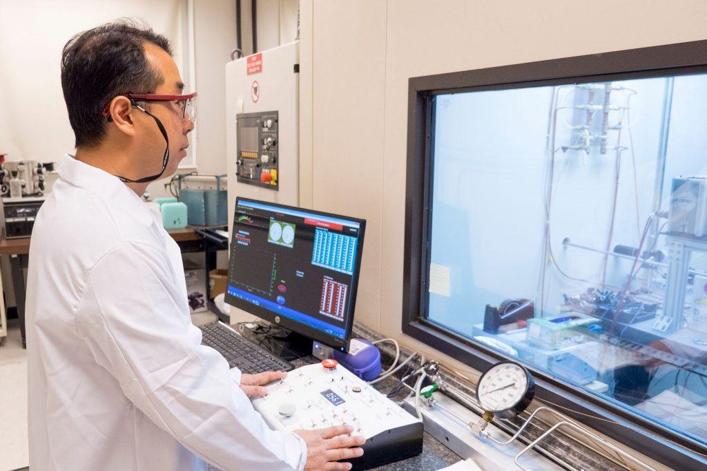 NIA researcher in NIA Lab